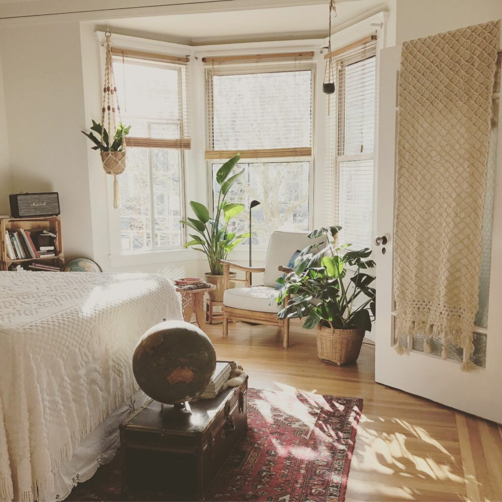 มุมพักผ่อนในบ้านมุมจิบกาแฟในห้องนอน