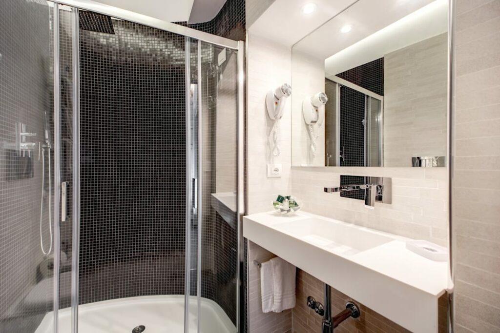 ห้องน้ำโมเสคสีดำ